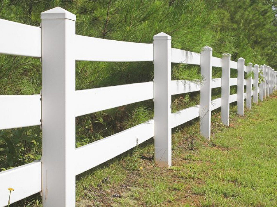 Long-lasting and low-maintenance vinyl fences